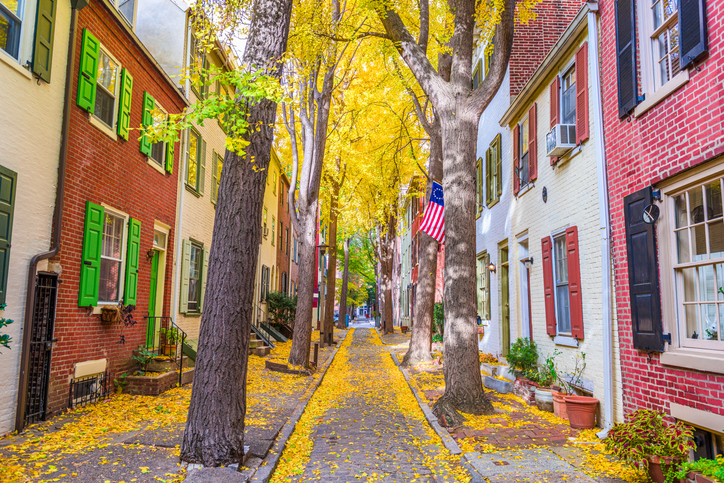 Autumn alleyway in Philadelphia, Pennsylvania, USA.